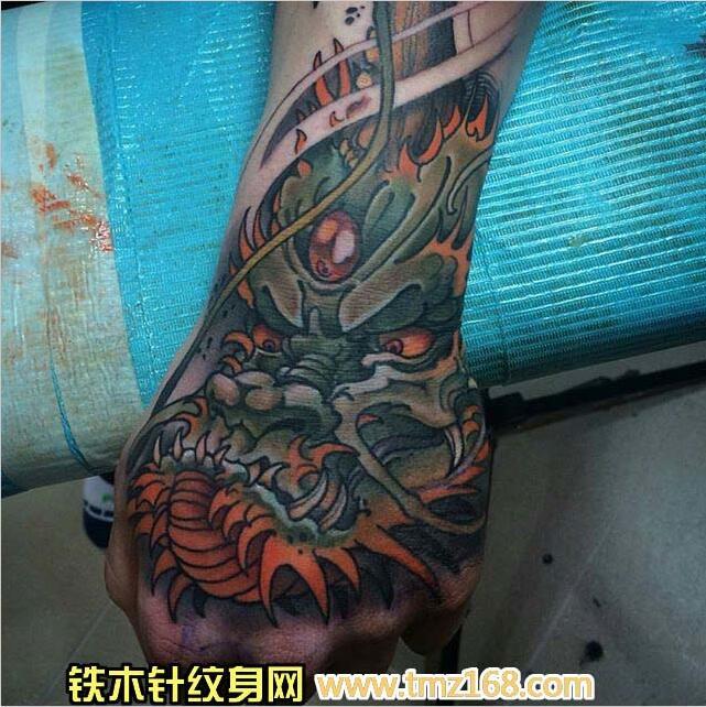手背龙头武汉纹身铁木针刺青精品纹身手稿定制图案 .
